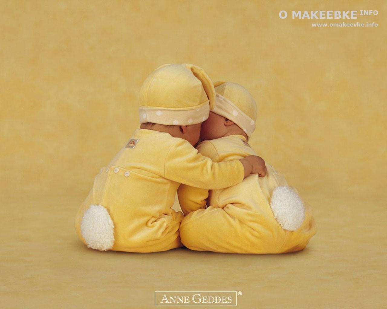 Маленькие дети похожи на циплят обои