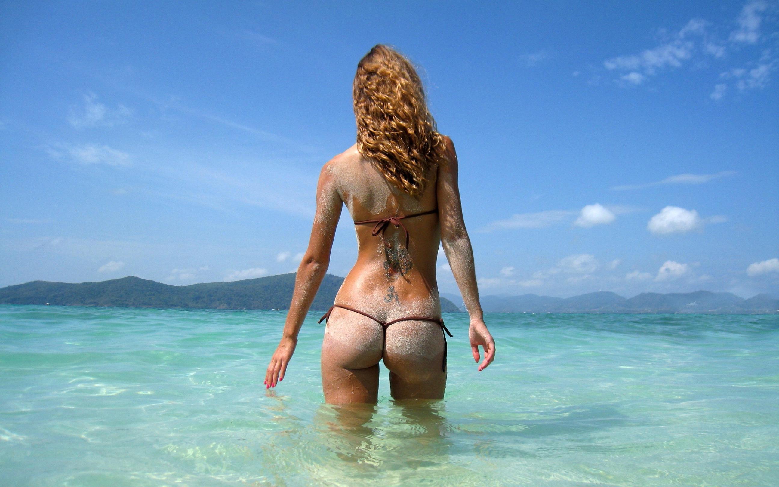 Фото девушек в стрингах на море 12 фотография