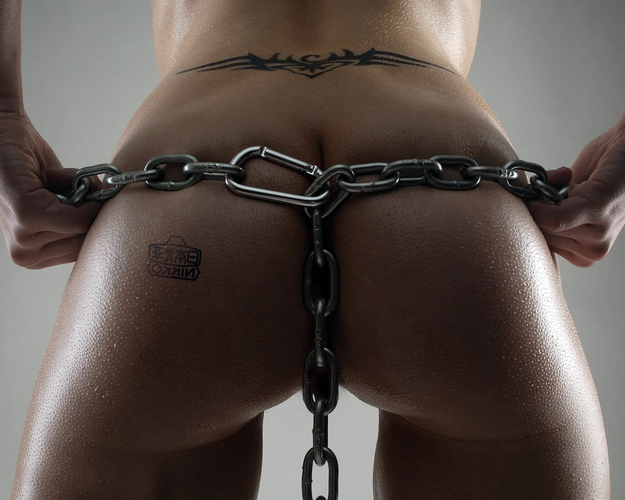 Сексуально оттопыренная попа фото 13 фотография