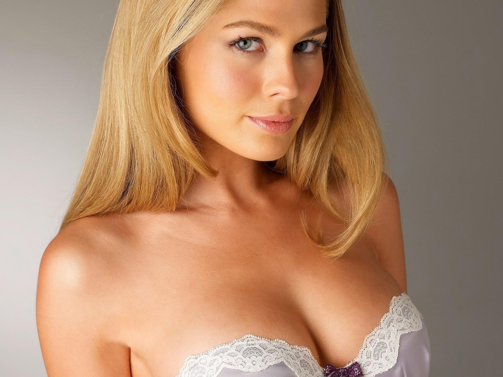 Круглая красивая грудь