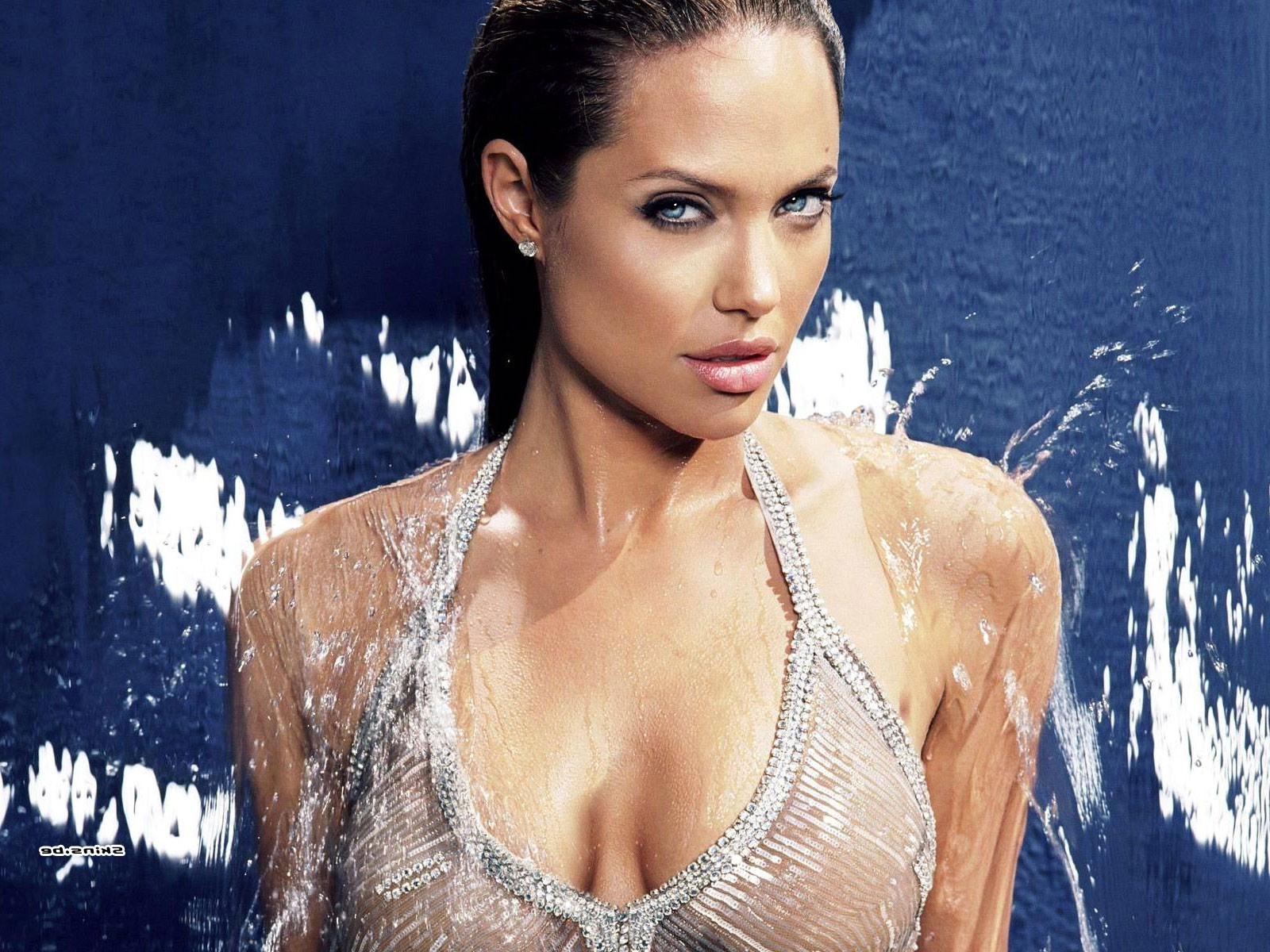 Анджелина джоли грудь 25 фотография